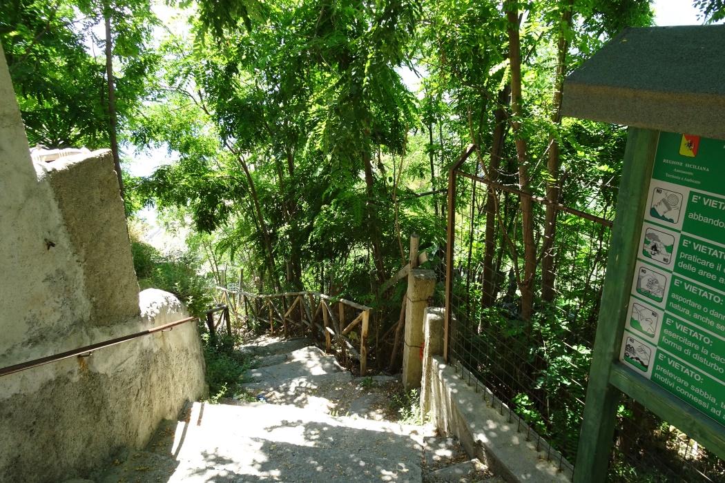 Zejście ścieżką z boku Sanktuarium