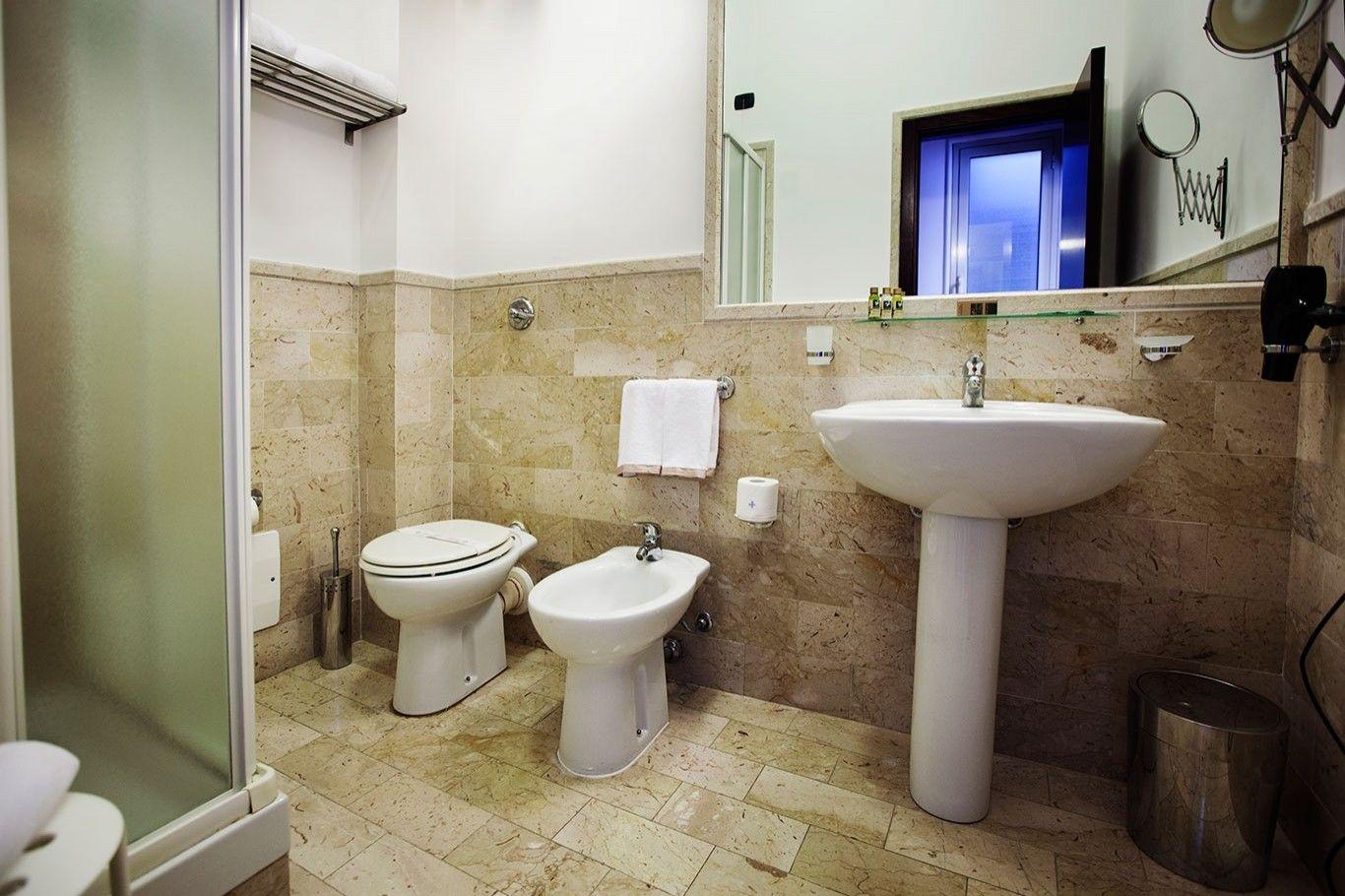 suite-familiare-con-balcone-bagno